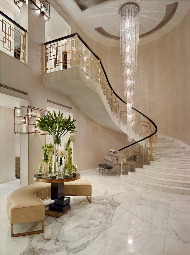 Grand entrances 15 designer foyers dk decor for Interior design qatar