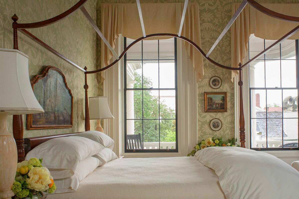 Southern Classic Mansion: Historic Charleston- Dk Decor