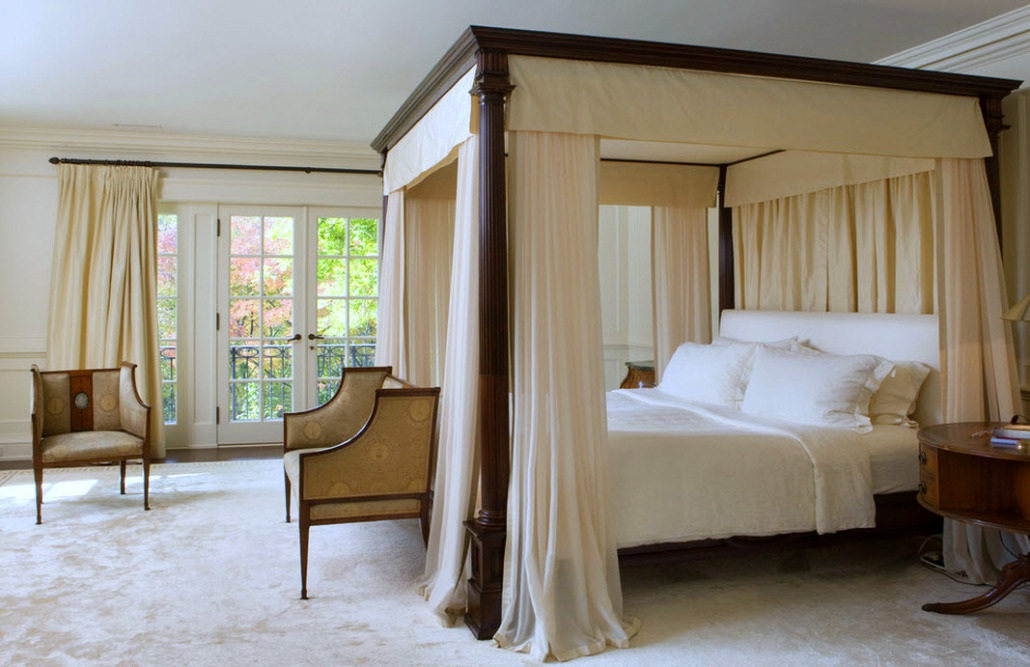 How To Use A Four Poster Bed Canopy To Good Effect: Bedroom Drama: 18 Canopy Bed Designs