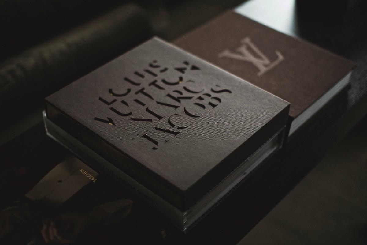 Erickuster Sexy Bachelor Pad Lv Books