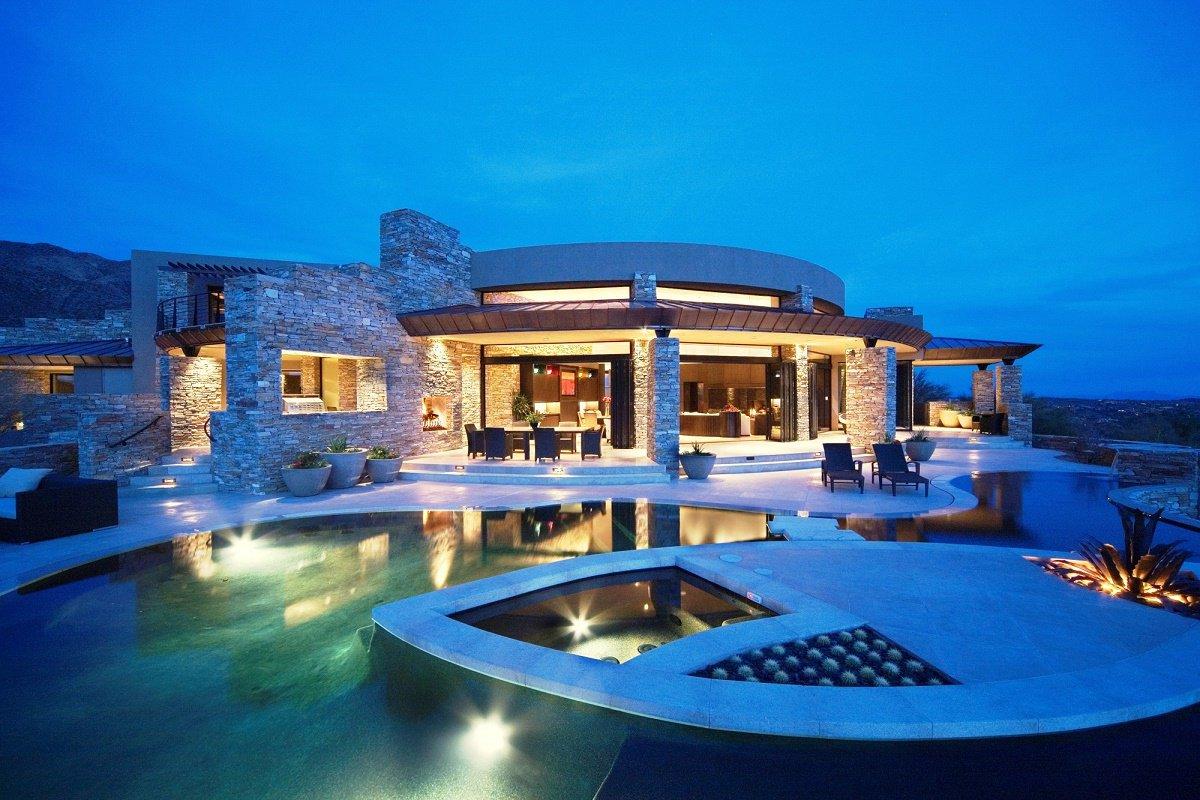 desert-retreat-exterior-night