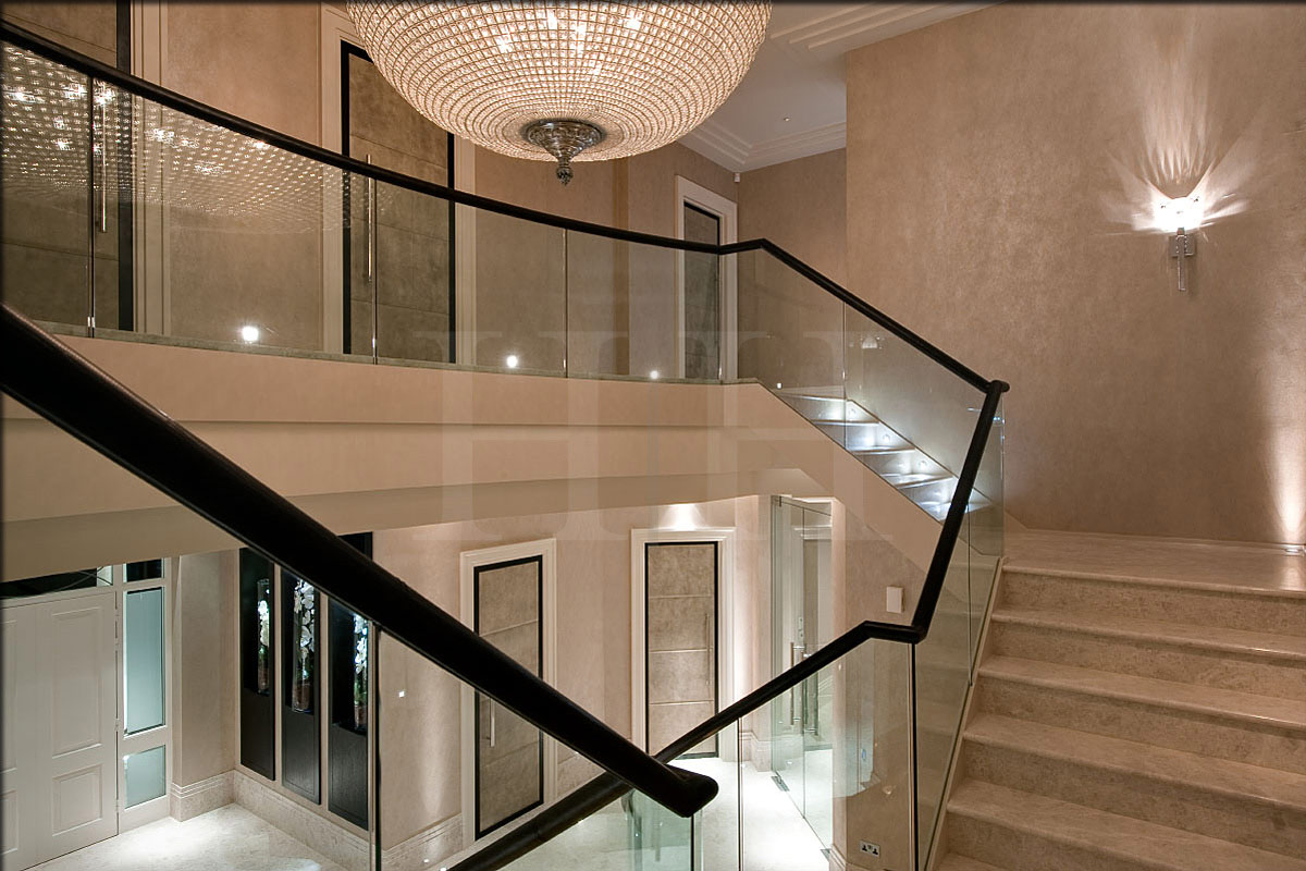 hill-house-staircase-upper