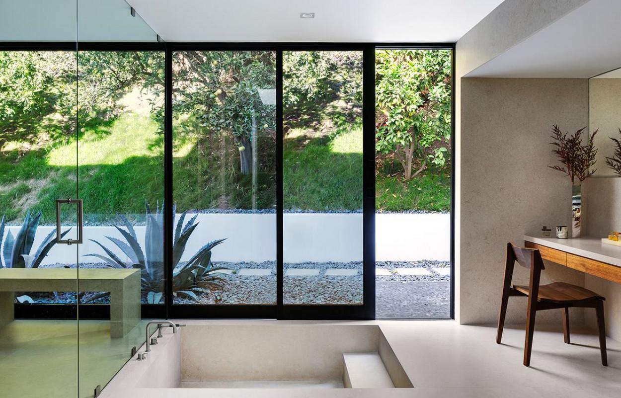 modern-LA-residence-master-bathroom
