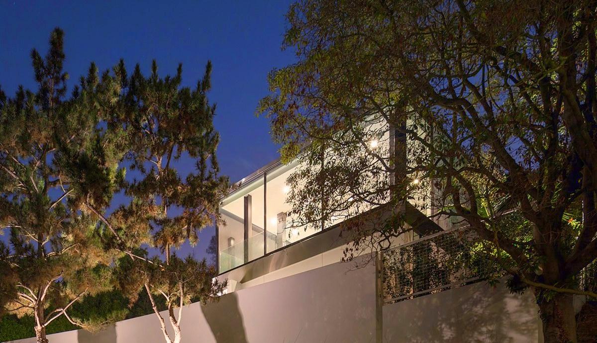 modern-LA-residence-night-exterior