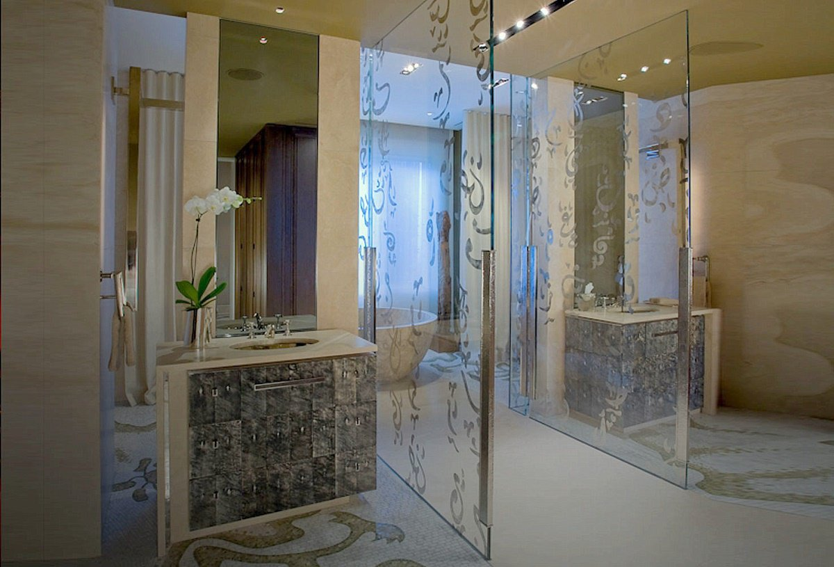 Ambassador's Mansion master bathroom A