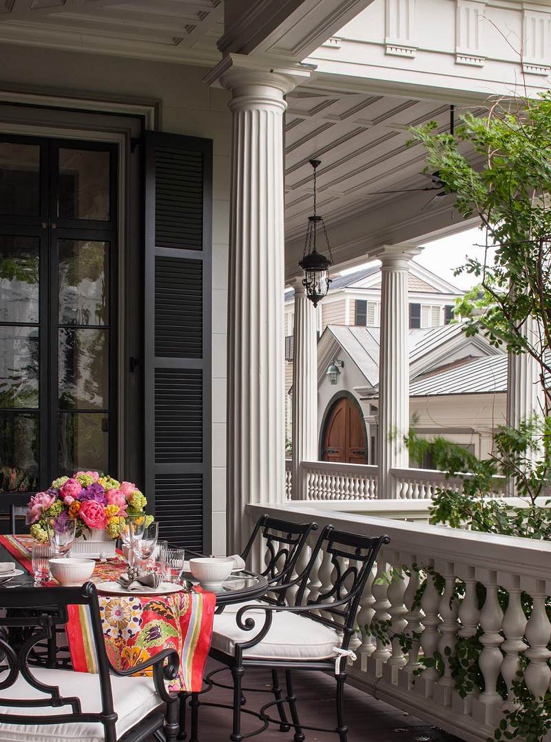 Charleston-classic-design-breakfast-balcony