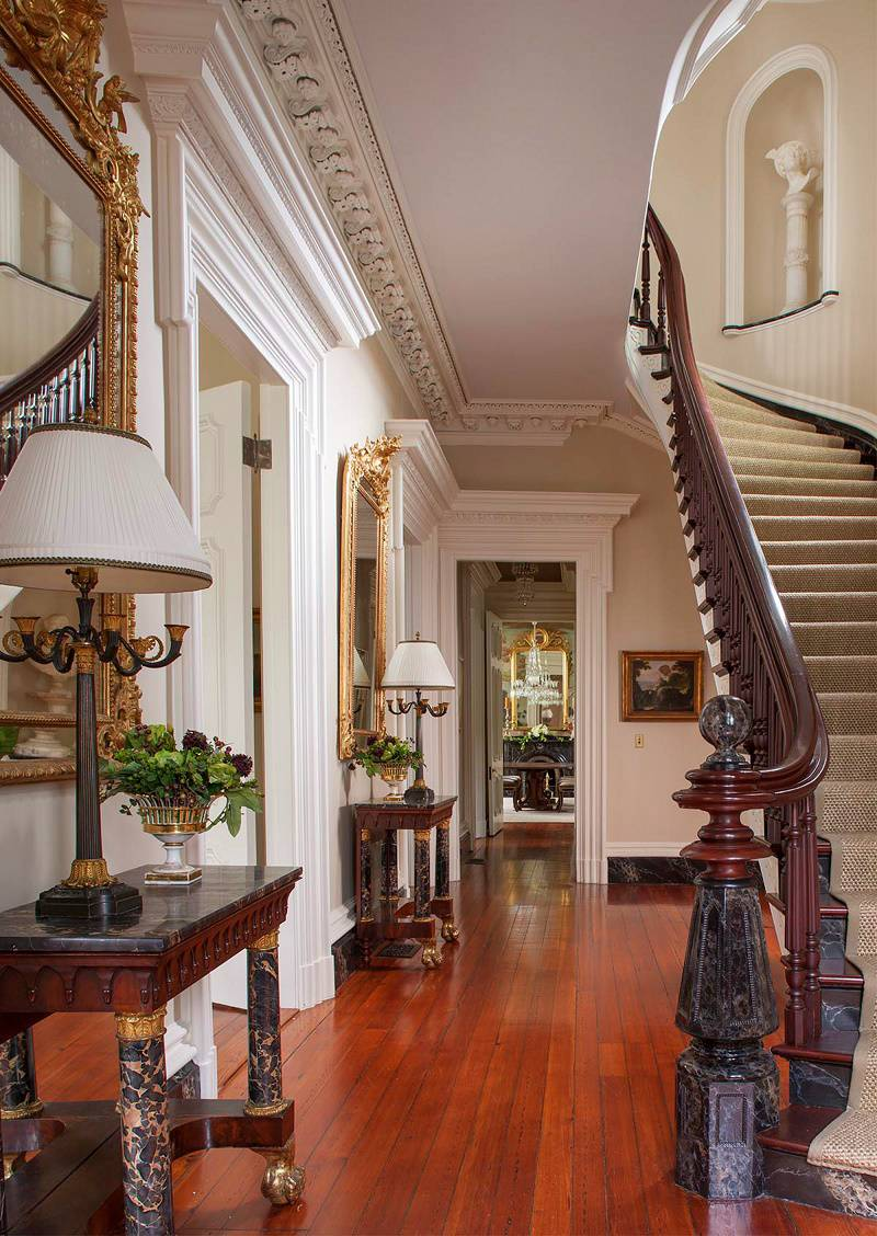 Charleston-classic-design-entry-hall