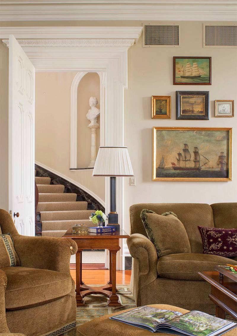 Charleston-classic-design-family-room