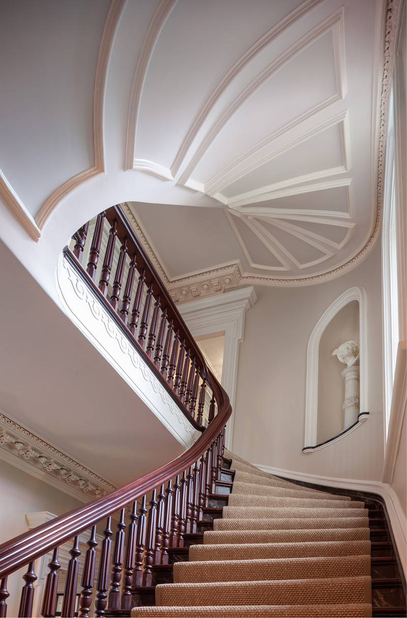 Charleston-classic-design-staircase