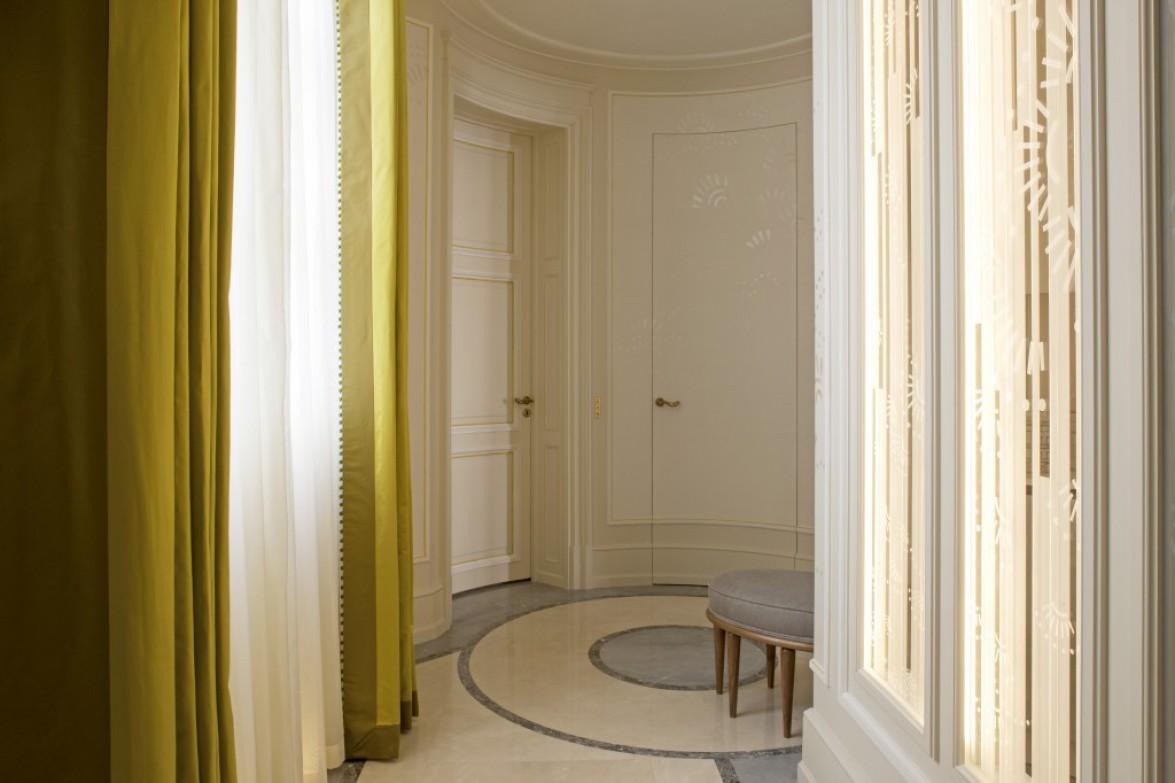 Louis-Henri-paris-corridor