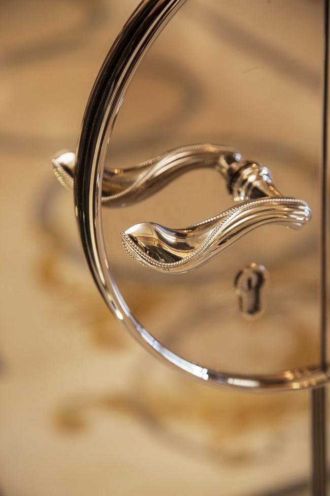 Louis-henri-paris-door-handle-detail