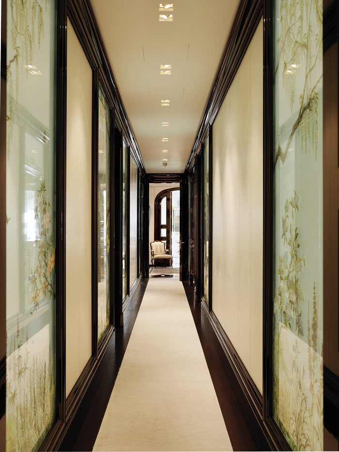 Park Lane bedroom hallway