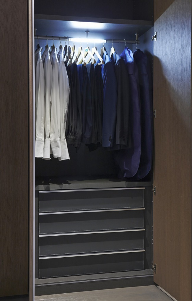 spaces-point-west-closet
