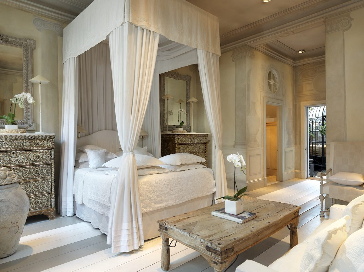 Bedroom Drama A Look At 18 Canopy Beds on simple bedroom decor