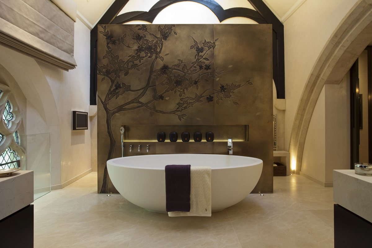 St Saviours-master bathroom