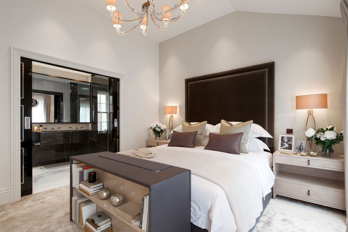 Contemporary mews house master bedroom