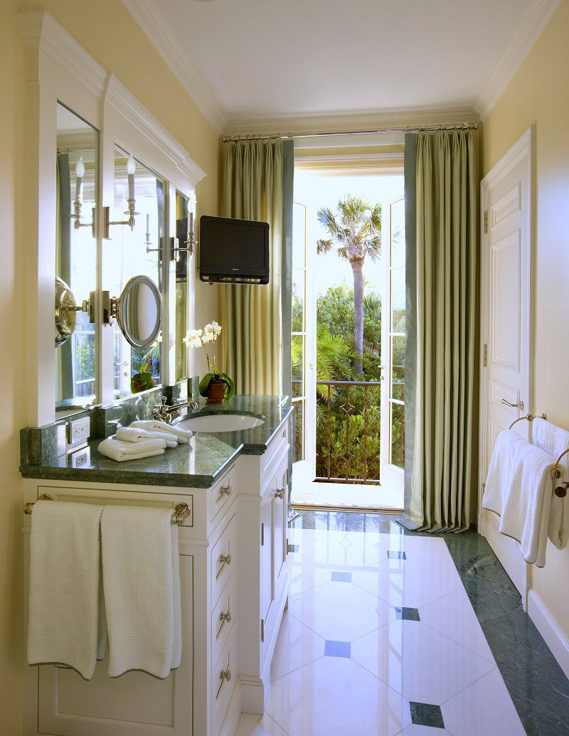 Venetian waterfront residence guest bathroom 1