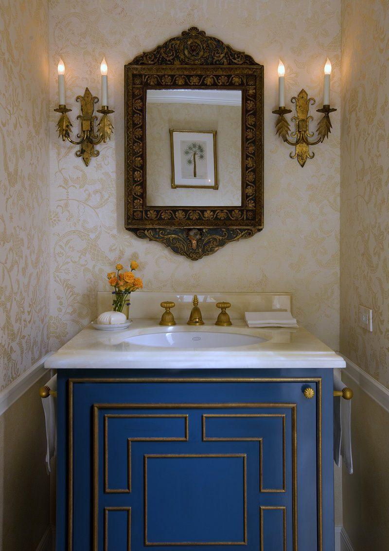 Venetian waterfront residence guest bathroom 2