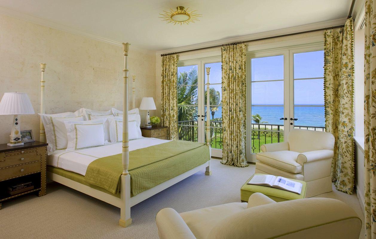 Venetian waterfront residence guest bedroom 1