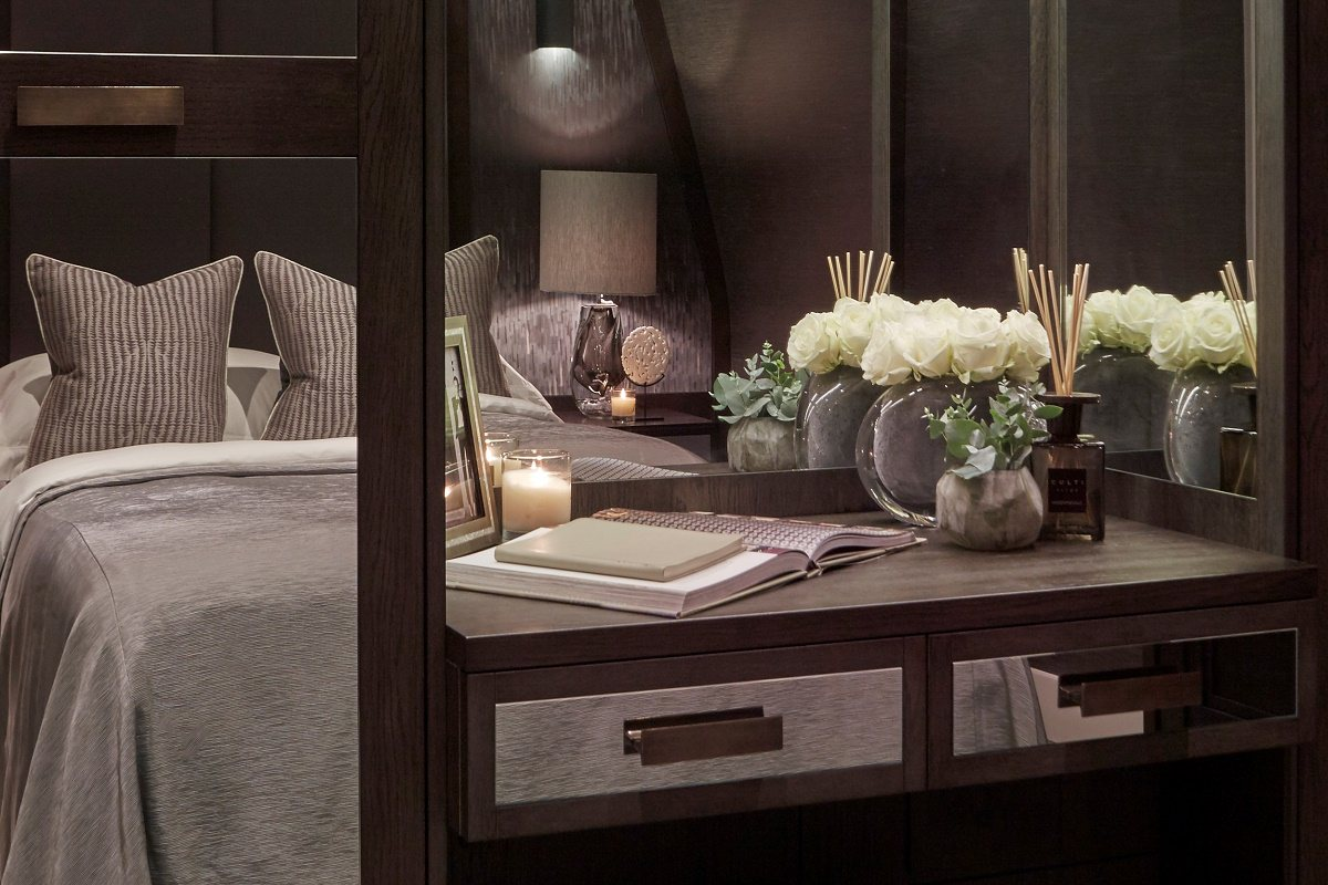 sophie paterson contemporary classic chelsea pied-a-terre master bedroom B