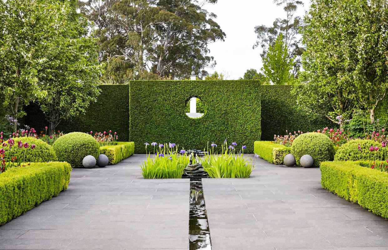 Paul Bangay modern country gardens Privet entry wall