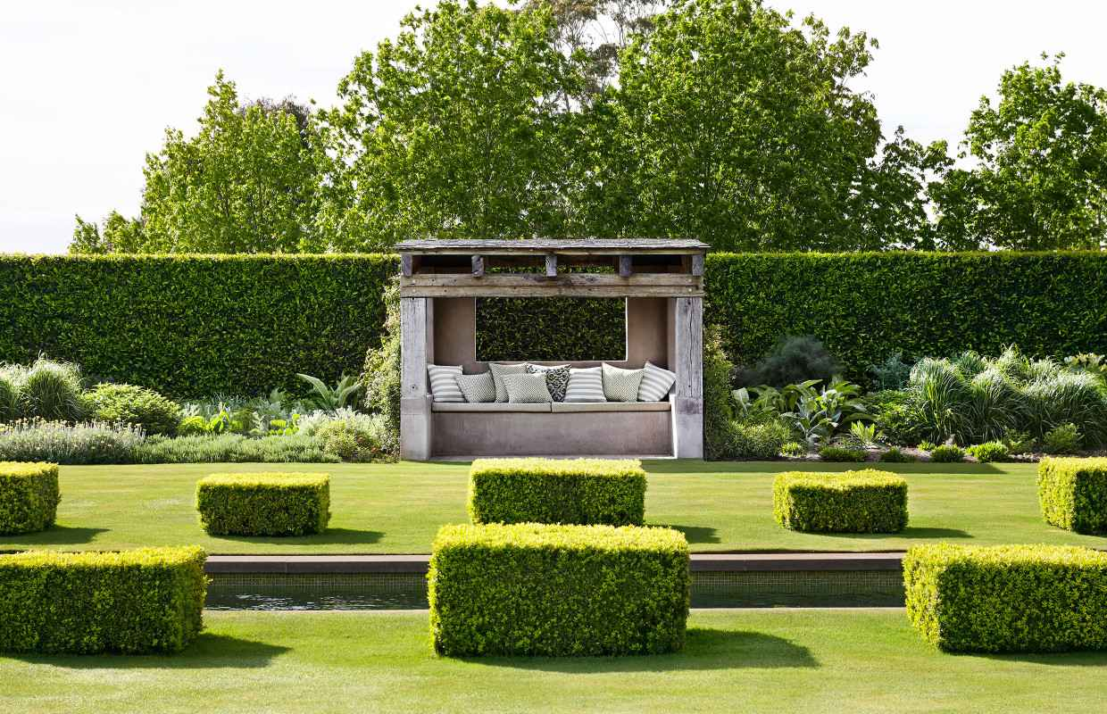 Paul Bangay Stonefields rear garden seating