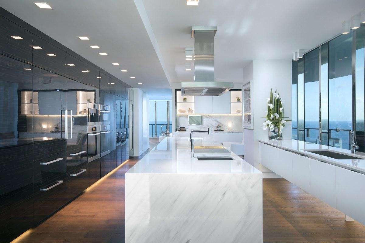 Regalia-contemporary-residence-kitchen - DK Decor
